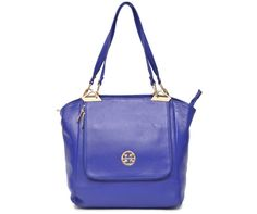 BUY ‪#‎DESIGNER‬ BLUE ‪#‎LEATHER‬ ‪#‎HANDBAG‬: The beautiful Designer piece in Royal Blue crafted in Genuine Leather with Golden finish metal pieces and Designer Logo Buy ‪#‎HandbagsOnline‬ at BeltKart http://bit.ly/1IYIJ06