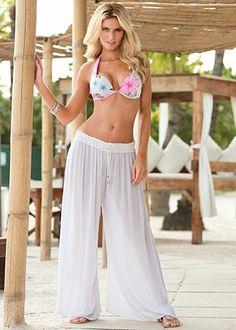 Crinkle gauze lounge pants~want these pants! Beachwear Fashion, Beachwear For Women, Bathing Suit Covers, Bathing Suits, Beach Dresses, Sexy Dresses, Classy Yet Trendy, Cool Summer Outfits, Lounge Pants