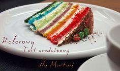 Kolorowy tęczowy tort urodzinowy
