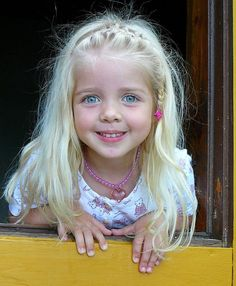 I wish blonde hair would stay just like this, but it doesn't happen. My babies all had this same blonde, beautiful hair. Enjoy it now, baby girl. It is so lovely. Precious Children, Beautiful Children, Beautiful Babies, Kids Around The World, People Around The World, Beautiful Eyes, Beautiful People, Child Face, Baby Kind