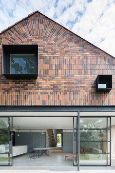 TRIBE STUDIO have completed a brick bungalow renovation in Sydney, with a modern extension to better suit the needs of the family living there. Modern Architecture House, Residential Architecture, Architecture Design, Studio Build, Brick Detail, Bungalow Renovation, Roof Extension, Gable Roof, Brick Facade