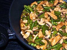 Kuřecí maso s fazolovými lusky a žampiony. Rychlá večeře ve woku Homemade, Meat, Chicken, Home Made, Hand Made, Cubs