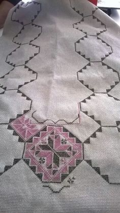Valentini Embroidery Flowers Pattern, Embroidery Dress, Flower Patterns, Embroidery Stitches, Cross Stitch Borders, Cross Stitch Patterns, Beginning Embroidery, Palestinian Embroidery, Bargello