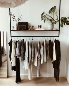 10 Open Closet Concepts for Small Bedrooms – Ten Catalog Small Hallways, Casa Real, Room Ideas Bedroom, Closet Designs, Furniture For Small Spaces, My New Room, Room Inspiration, Diy Furniture, House Design