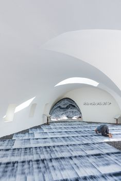 Image 12 of 18 from gallery of Amir Shakib Arslan Mosque / L. Photograph by Iwan Baan Mosque Architecture, Religious Architecture, Interior Architecture, Beautiful Mosques, Public, Glass Facades, Prayer Room, Roof Design, Contemporary Architecture