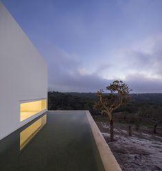 Casa en Fontinha / Manuel Aires Mateus + SIA arquitectura