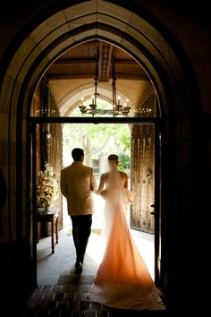 Gorgeous gown! Photography by Jennifer Hughes. Planning, design, production by Ritzy Bee Events