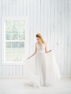 Photography: Charla Storey Photography - charlastorey.com   Read More on SMP: http://www.stylemepretty.com/2016/03/17/ethereal-emerald-inspired-wedding-inspiration/
