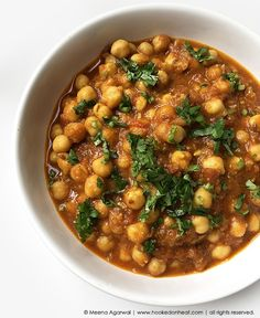 Indian Cooking 101: Curry for Beginners (Pindi Chana) - Hooked on Heat Recipe For Chana Masala, Cooking 101, Cooking Recipes, Cooking Curry, Chilli Paneer, Dried Mangoes, Coconut Curry Chicken, Indian Food Recipes, Ethnic Recipes