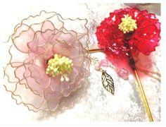ディップアートで作った大きな牡丹の華やかなかんざしです。紅色と桃色をお選びいただけます。花の大きさは10センチ程度です。※ディップアートはとても繊細な作りです...|ハンドメイド、手作り、手仕事品の通販・販売・購入ならCreema。