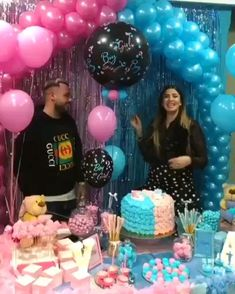 Top 10 ideas for your gender reveal party Gender Reveal Video, Simple Gender Reveal, Gender Reveal Party Games, Pregnancy Gender Reveal, Gender Reveal Balloons, Gender Reveal Party Decorations, Gender Party, Baby Shower Gender Reveal, Reveal Parties