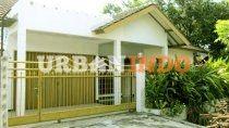 Dijual Rumah siap huni di tengah kota, yg berlokasi di Jl. Saleh - Kota Cirebon   More information : Deni Yuniarto Mobile : 081 864 7891 Email : nok.rara@gmail.com