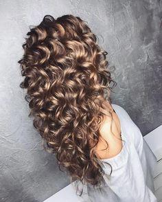 Tem cabelo cacheado mas acha difícil manter os cachos sempre definidos? Então esse post é pra você, clique e veja as dicas! | Long curly hair