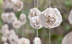 свадебная гирлянда из бумажных цветов