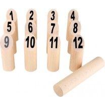 Gartenspielzeug Wikingerschach Zahlen Dieses Wikingerschach kann ab zwei Personen gespielt werden. Die Zahlenhölzer und der Wurfstab sind aus robustem Holz gefertigt. Sie werden aufgestellt und es wird eine Wurflinie markiert. Jeder Spieler hat einen Wurf und versucht mit dem Wurfholz so viele Hölzer wie möglich zu treffen. Die Punkte werden gezählt und am Ende hat der Spieler mit der höchsten Punktzahl gewonnen. Alle Spielregeln und Informationen stehen in der mitgelieferten Spielanleitung.