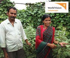 Intialainen maanviljelijä Prabmakas Vitthal Thakre sai Suomen World Visionilta lahjoituksena puolet kastelulaitteen hinnasta ja maksoi itse toisen mokoman. Maasta nousee nyt limittäin ja lomittain kurkumaa, inkivääriä, okraa, tomaatteja ja pinaattia. On pystytetty kivitalo, keittöpuutarha, komposti ja hankittu lehmiä. On kustannettu tyttäret lukioon. Ja kaikki tämä alkoi yhdestä kastelulaitteesta.   Eettinen lahja on aina varsin kauaskantoinen valinta. www.worldvision.fi/lahjakauppa