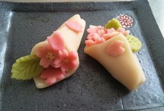 """Japanese sweets in Love"" Japanese Food Art, Japanese Dishes, Japanese Candy, Japanese Sweets, Japanese Deserts, Japanese Wagashi, Exotic Food, Food Places, Healthy Sweets"