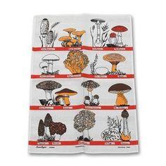 Svampfamiljen-keittiöpyyhettä koristaa ajaton ja hauska sieniaiheinen kuosi. Pyyhe on myös kaunis sisustusyksityiskohta keittiössä!