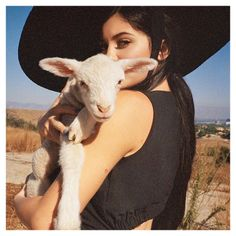 Happy Spring Equinox Lovelies  #spring . . . #springbreakmiami #spring #lamb #aww #cute #animal #love #SS18 #SummerIsComing #kylie #jenner #kardashian #kim #mood #feels #KylieJenner #live #TuesdayThoughts #TuesdayMotivation