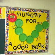 Have students paint circles in shades of green great bulletin board for my Eric Carle author study. Would add a writing piece where kids would paint the cover of thier favorite book and write the title and why they like it. Kindergarten Bulletin Boards, Reading Bulletin Boards, Spring Bulletin Boards, Bulletin Board Display, Classroom Bulletin Boards, Classroom Door, In Kindergarten, Classroom Ideas, Bulletin Boards For Preschool