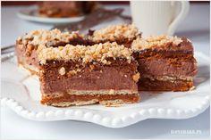 Ciasto czekoladowe z karmelem bez pieczenia to idealna propozycja na upały. Bardzo słodkie, intensywne w smaku i niezwykle pyszne.