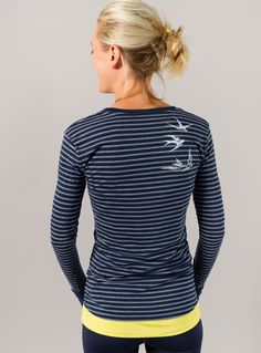 Love, love (okay, yes love) this rear view of the stripey long sleeve scoop neck on @oiselle_mac