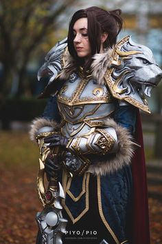 Queen Varian Wrynn from World of Warcraft Cosplayer Oshley cosplay #cosplayclass #worldofwarcraft #cosplay