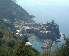 List and Description of Seaside Resorts, Beaches, Islands, and Ports in Italy.   www.itlaayheaven.co  ~~ Vernazza, in the Cinque Terre