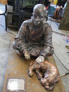 http://xaxor.com/images/56546522/sculptures_homeless_people_16.jpg