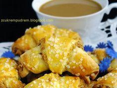 z cukrem pudrem: serowe rogaliki z orzechami