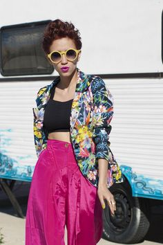 Festival look. Tropical print, hot pink and oversized yellow sunnies. Streetstyle