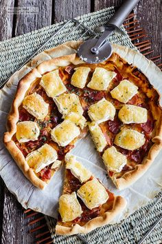 Receta de Tarta de queso camembert y jamón serrano. receta con fotografías del paso a paso y recomendaciones de degustación. recetas de tartas y...