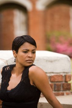 Nia Long is so pretty and this basic cut looks good on her.
