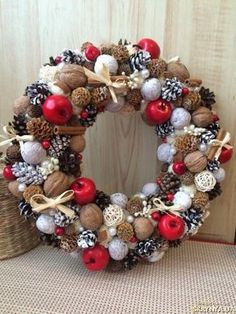 unique christmas wreaths with ornaments and beads Christmas Advent Wreath, Handmade Christmas Decorations, Christmas Centerpieces, Holiday Wreaths, Xmas Decorations, Christmas Home, Christmas Crafts, Holiday Decor, Deco Table Noel