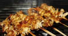 "Resep Sate Jamur Tiram + bumbu kacang favorit. Hnaah ini camilan papolit kalo lg otw sama pacal 😂😂 .. skrna sya syuka sate .. tp suka takut kalo maem sate kambing .. sate ayam si pacal lg kurag""in ayam potong .. trs ada pdagang sate jamur .. aaa syukaa enyak bgtt , lbh ramah buat si lemak"" ini... Mushroom Recipes, Mushroom Food, Indonesian Food, Yummy Cookies, Oysters, Shrimp, Stuffed Mushrooms, Food And Drink, Menu"