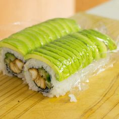 Teriyaki chicken sushi roll recipe - Learn how to create stunning sushi dishes with the guidance of self-taught sushi chef, Davy Devaux. Dessert Sushi, Sushi Cake, Sushi Sushi, Sushi Without Seaweed, Teriyaki Chicken Sushi, Sushi Roll Recipes, Sushi Dishes, Oyster Recipes, How To Make Sushi