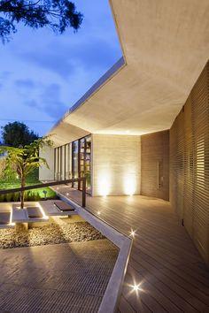 CR House Architects: H+H Arquitectos Location: Bogotá, Bogota, Colombia Project Architects: Eric Halliday, Martin Halliday Project Area: 711.0 m2 Project Year: 2013 Photography: Rodrigo Dávila