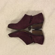Steve Madden maroon booties, size 7 Steve Madden maroon ankle booties:                               *size 7                                                                          *lightly worn, less than 3 times                                 *great for all seasons! Steve Madden Shoes Ankle Boots & Booties