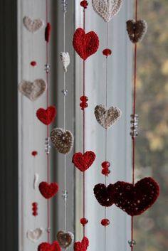 DIY Home: ideas de cortinas con lana Crochet Garland, Crochet Curtains, Crochet Decoration, Crochet Home Decor, Beaded Curtains, Crochet Art, Love Crochet, Crochet Gifts, Crochet Flowers