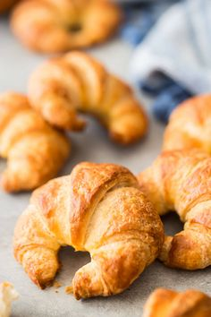 Easy Croissant Recipe: this way is so much easier! -Baking a Moment easy croissant Easy Croissant Recipe, Gluten Free Croissant, Easy Puff Pastry Recipe, Butter Croissant, Croissant Dough, Biscuit Recipe, Dough Recipe, Crossant Recipes, Croissant Breakfast Sandwich