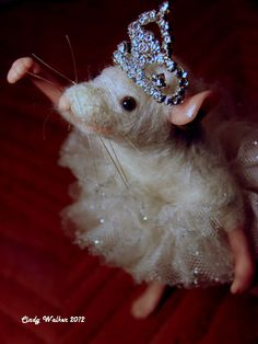 I'm in love with this tiny ballerina mouse!