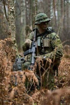 Member of Royal Regiment recon platoon in Latvia 2015 Military Police, Military Personnel, Military Weapons, Royal Canadian Navy, Canadian Army, Lightroom, Force Pictures, Us Navy Seals, Military Special Forces