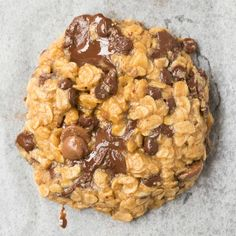 These 3 Ingredient Breakfast Cookies are SO easy and delicious, you only need 12 minutes! No flour, NO eggs and NO butter needed, they are a delicious filling breakfast packed with oatmeal, peanut butter and can be made with or without banana! Oatmeal Breakfast Cookies, Banana Breakfast, Breakfast Ideas, Oatmeal Pancakes, Vegan Pancakes, Chocolate Chip Cookies, Chocolate Chips, Flourless Chocolate, Vegan Chocolate