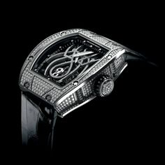 Richard Mille Tourbillon RM 19-01 Natalie Portman features a breathtaking diamond-set tracery that is based upon the image of a spider.