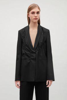 Цена: 999 грн. - Пиджак cos / 36 оверсайз COS, #17351783, Цвета: Чёрный, Размеры: 36 / S / 44. Купить в Шафе недорого Cos Jackets, Jackets For Women, Clothes For Women, Capsule Wardrobe, Suit Jacket, Blazer, Coat, Shopping, Fashion