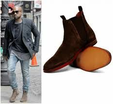 Shoes with Skinny Jeans for Men. There are many kinds of shoes that highlight the class and brand of the jeans that you happen to wear. Even some of the shoes appear extensively smart and swaggy in combination with the overall outfit. Mens Boots Fashion, Men's Fashion, Oufits Casual, One Step, Outfit Trends, Jeans Skinny, Lauren, Living At Home, Mens Clothing Styles