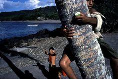 Alex Webb, SAMOA. 2000. Palolo Worms. Safotu. Children playing.