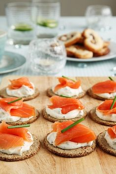 My favorite kind of party is one where there is finger foods. I enjoy this either as the host or as the guest. Here are a few of my favorite finger foods. Best Appetizer Recipes, Yummy Appetizers, Appetizers For Party, Recipes Dinner, Easy Recipes, Delicious Recipes, Smoked Salmon Appetizer, Tasty, Yummy Food