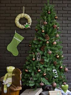 Colors seen together in nature always work well in decorating, so don't be afraid to take a cue from Mother Nature. This is especially true when pairing brown and green, two of the most-popular earth tones used in home decor. For sophisticated simplicity, try decorating a green tree using only brown ornaments. Consider using several different shades of green for a layered, multi-toned look when decorating walls and hallways.
