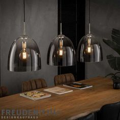 Haus mit garage Industrial design for your home. The pendant lamp with its four conical light hoods Shabby Chic Lamps, Rustic Lamps, Antique Lamps, Clear Glass Pendant Light, Lamp Makeover, Home Decor Lights, Modern Ceiling, Light Fixtures, Ceiling Lights